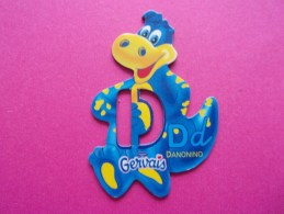 Magnet Danone  Gervais Dinosaure Lettre D - Letters & Digits