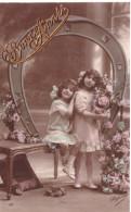 Bonne Année (relief Doré 2 Fillettes Fleurs) - Neujahr