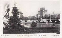 Espagne - Madrid - Jardines De Palacio Y Edificio De  La Plaza De Espana - Timbre Taxe 1952 - Madrid
