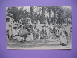 """CPA   Algérie  """"   Fête  Arabe, Une Danseuse   """" - Kinderen"""