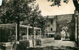 30 LES FUMADES LES BAINS  Porte Romaine Et Pergola  Voyagée  En 1961   Pour Famille  Roche à Alès 30 - France
