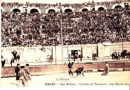 13 / ARLES / LES ARENES COURSE DE TAUREAUX / LES BANDERILLES / CORRIDA / CARTE RARE - Arles