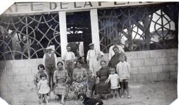 Photo 1931 D'une Famille Devant Un Café De La Plage  ? (à Identifier) (52.60) - Mestieri