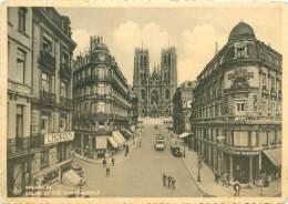 CPM - BRUXELLES - Eglise Et Rue Sainte-Gudule - Avenues, Boulevards