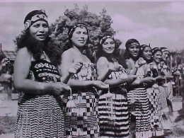 Cpa PHOTO FEMMES DANSEUSES Nouvelle Zélande, MAORI POI DANCERS , Women , NEW ZEALAND  Recto Verso Prix Fixe - Océanie