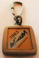 Porte  Clefs:   COTROEN - 1983 VRAOUM SUPERTONIQUE - SOCIETE COMMERCIALE CITROEN - Rte D' Orléans  27031 EVREUX - Porte-clefs