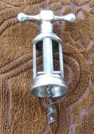 Tire Bouchon Ancien Italien Typique Chromé Avec Mécanisme à Vis Et Structure à Quatre Colonnes XXème Siècle - Bottle Openers