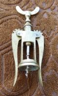 Tire Bouchon Ancien En Laiton Du Début XXème Siècle - Apri-bottiglie/levacapsule