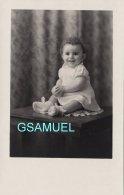 Photographie Originale Format Carte Photo - Bébé - Petite Fille. ( (voir Scan). - Photos