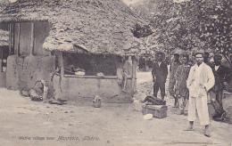 Native Village Near Monrovia, Liberia - Un Groupe De Jeunes Hommes Attendent L'autobus Avec Des Bagages - Pas Circulé - Liberia