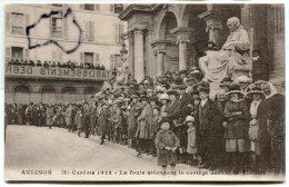 - AVIGNON  Mi-Carême, 1922 - La Foule Attendant Le Cortège Devant Le Théâtre, Rare, Non écrite, TTBE, Scans. - Avignon