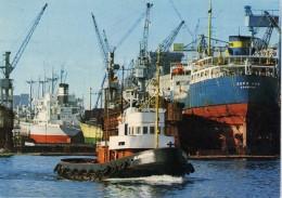 Port - Bremen  Uberseehafen  - Remorqueur : Blumenthal  - Cargo : Gefo Sun  Hamburg - Bateaux