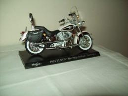 "Harley Davidson (1993 FLSTN Heritage Solfail Nostalgia) ""Maisto""  Scala 1/18 - Moto"