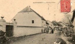 CPA SAUVAGNEY . La Grande Rue.  Personnages.  (abimée.)  1906. - Frankrijk