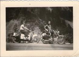 K35 / ANCIENNE PHOTO ORIGINALE Une Moto Guzzi ET UNE MOTO ZUNDAPP AVEC CHAUFFEURS TBE  9.8 X 7 CM ENVIRON - Cars