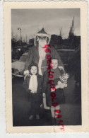 75 - PARIS - PHOTO PERE NOEL AVEC ENFANT ET POUPEE -JOUET- LE 14 DECEMBRE 1958 A LA PORTE D' ITALIE - Photographs