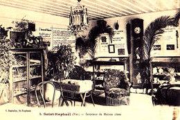 83 / SAINT RAPHAEL / INTERIEUR DE MAISON CLOSE / PROSTITUTION - Saint-Raphaël