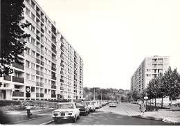 91 - CORBEIL ESSONNES : Allée De L'Essonne Les Batiments - Jolie CPSM  Noir Blanc GF ( ALFA ROMEO HLM Cité Résidence ) - Corbeil Essonnes