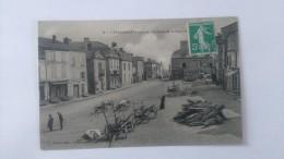 Carte Postale De LAPACAUDIERE , La Place De La Bascule - La Pacaudiere