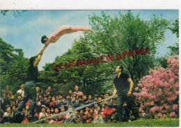 COREE DU NORD- LE CIRQUE DE PYONGYANG - ACROBATIE SUR BALANCOIRE - Korea (Noord)