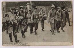 Soldats Allemands Capturés Par Les Anglais - Guerre 1914-18