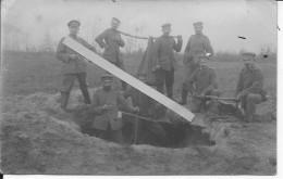 Soldats Allemands à La Corvée De Sable 1 Carte Photo 1914-1918 14-18 Ww1 Wk1 - War, Military