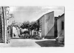 GREOUX Les BAINS - Place De L' Hôtel De Ville Animée - Hôtel Des Postes - BE -  2 Scans - Gréoux-les-Bains
