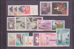 MONACO  **   LOT  NEUFS SANS CHARNIERE    ENTRE N° 871 ET 889 - Collections, Lots & Séries