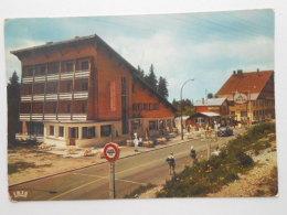 """CP 01 Pays De GEX - Le Sommet Du Col De La Faucille Et Les Hôtels """" Couronne """"  - Poste De Douane - Station Essence AVIA - Gex"""