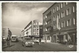 """59 . DUNKERQUE . PLACE JEAN BART ET BOULEVARD SAINTE BARBE . LA BANQUE """" SOCIETE GENERALE """" . VOITURE SIMCA ARONDE - Dunkerque"""