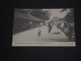 LAOS - Carte Postale De Luang Prabang , La Grue Sacrée Se Promenant Sur Le Marché - A Voir - L 680 - Laos
