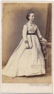 Photo CDV. Femme : Euphrasie Van Robays. Foto Palmer Descamps. Courtrai. - Anciennes (Av. 1900)
