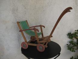Ancienne Poussette Pour Poupée. Poupon.  Construction En Bois Et Tissu . Jeux.  Jouet Pour Enfant. - Unclassified