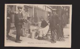 CPA:Paris Vécu:La Soupe Aux Halles:Tête De Profil - France