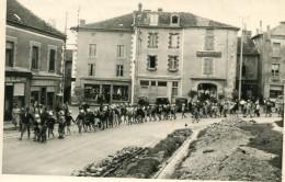 CHALUS - Carte Photo De L'embarquement De La Colonie De Vacances Pour Saint Georges De Didonne Années 1950 - Chalus