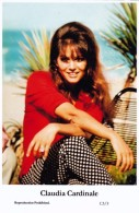 CLAUDIA CARDINALE - Film Star Pin Up - Publisher Swiftsure Postcards 2000 - Artistes