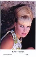 ELKE SOMMER - Film Star Pin Up - Publisher Swiftsure Postcards 2000 - Artistas