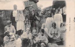 ¤¤   -   EUROPE De L'EST   -  Famille De TZIGANES    -  ¤¤ - Postales
