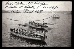 CPA ANCIENNE- MILITARIA : MARINE DE GUERRE- LA VIE DU MARIN- DÉPART DES CANOTS-MAJORS- MARINS RAMEURS GROS PLAN - Warships