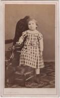 CDV Photo Originale XIX ème Petite Fille Par Bussi Cannes Cdv931 - Ancianas (antes De 1900)