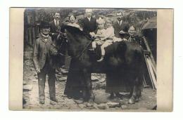 Photo Carte D'une Famille - Ferme, Agriculture,...? Mais Où ? - A SITUER - Cheval, Enfant (649) - Bauernhöfe