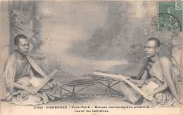 ¤¤  -   189   -   CAMBODGE    -  PHNOM-PENH   -  Bonzes Cambodgiens Priant Et Lisant Les Tablettes   -  ¤¤