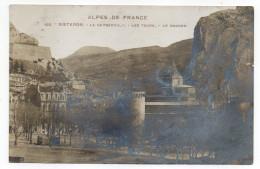 """SISTERON--1912--La Cathédrale,Les Tours,Le Rocher , N°102 éd Clergue  -Série """"Alpes De France"""".-carte Glacée....à Saisir - Sisteron"""