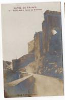 """SISTERON---Porte Du Dauphiné , N° 31  éd Clergue --Série """"Alpes De France""""  Carte Glacée......à Saisir - Sisteron"""