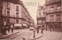 NANTES LA PLACE DELORME ET LA RUE DU CALVAIRE CPA ANIMEE - Nantes
