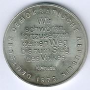 """DDR Große Medaille - Pablo Neruda 1904-1973 """"Wir Schwören Fortzusetzen Deinen Weg..."""", Fast Vz/st - RDA"""