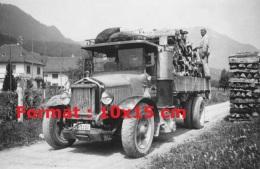 Reproduction D'une Photographie D'un Ancien Camion Saurer Gazogène Transportant Du Bois - Repro's