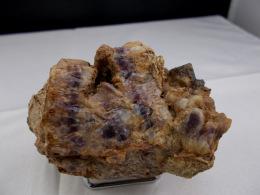 AMETHYSTE ENCAPUCHONNEE 7 X 4,5 CM Ravin De Pegut - Minerali