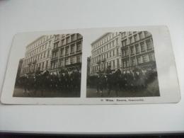 WIEN HUSAREN STRASSENBILD MILITARI A CAVALLO - Cartoline Stereoscopiche
