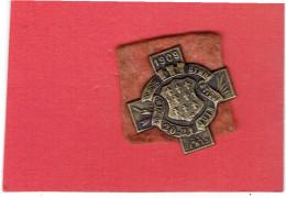 SOUVENIR DU CONCOURS DE GYMNASTIQUE 20 21 JUIN 1909 A SAINT DENIS SEINE SAINT DENIS INSIGNE EN METAL EMBOUTI - Gymnastique